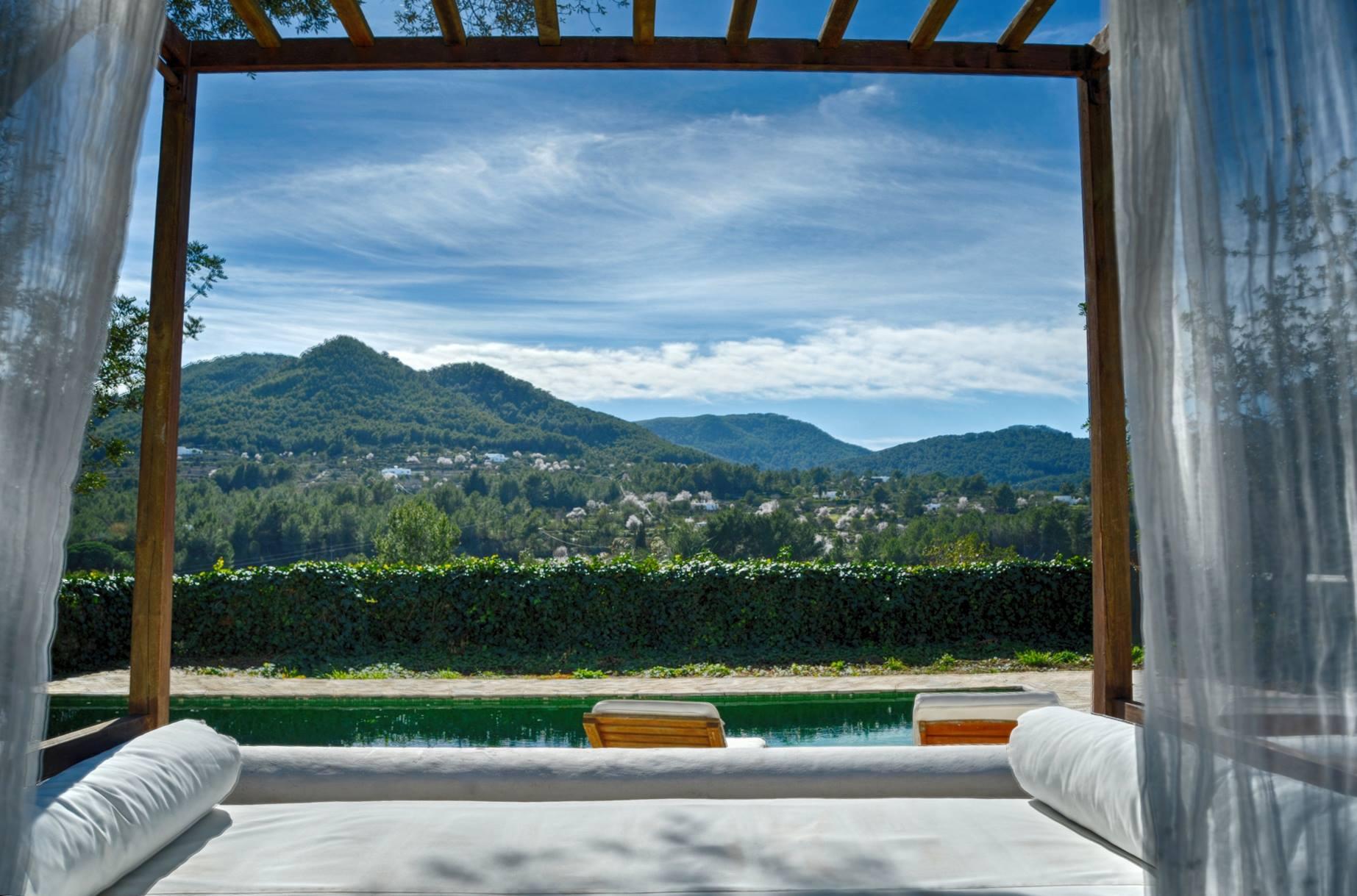 Yogaschule Hannover - Yoga Retreat Ibiza - Ausblick Berge