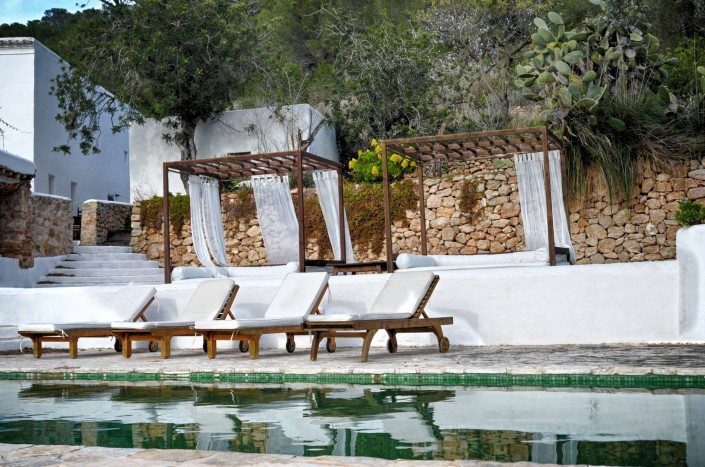 Relaxen am Pool - Yoga Retreat Ibiza 2015