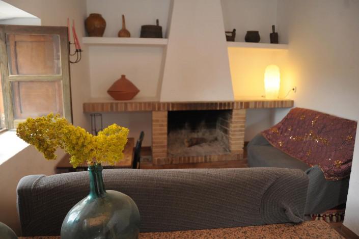 Wohnzimmer mit Kamin für die Herbstmonate