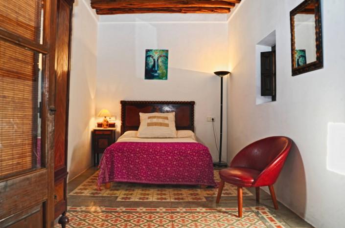 Einzelbett - VIVA CON YOGA on Tour auf Ibiza